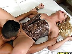 Blonde with big bottom and clean cunt plays with her chest puppies and love box as she gives headjob to Loupan