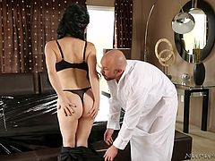This guy is about to get a rubdown from Rayveness. He goes to her, because she makes him feel great, and not only because he knows he'll get a happy ending. She oils him and begins to rub him down, after getting naked him, removing her shoes. She uses some oil on her large tits, rubbing her body on him.