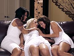 Hot girls need something new so they have a lesbian threesome