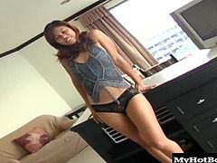 She demonstrates her teethfree blowjob technique and gets him all ready to pound that pussy and fill her snatch up with nut butter. Check out her perfect body as it gets manhandled and fucked silly.