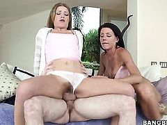 Threesome with 2 hot milfs