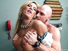 Amber Lynn asks Johnny Sins for a hard love tunnel pounding