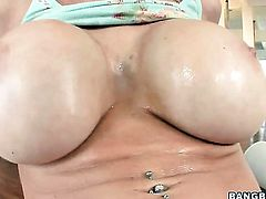 Blonde Candy Manson and hot dude are in the mood for fucking