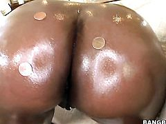 Huge ass ebony ladies do a threesome