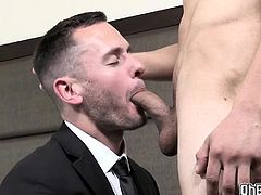 Bellboy extra blowjob and fucks me anal