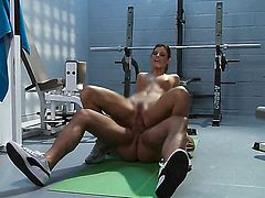 Glamorous porn girl India Summer has fire in her eyes while eating mans rock hard tool