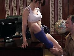 Ashlyn Rae turns man on to make him squirt the load out