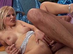 Blonde chick likes to bang the huge private part