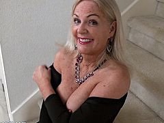 Stunning GILF shows off