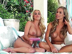 Nicole Aniston spends time dildoing her pussy hole for camera