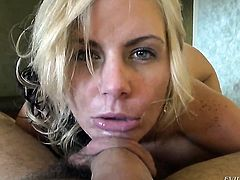 Phoenix Marie shows her oral skills to Manuel Ferrara after she gets assfucked