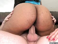 Two hot amateurs do a threesome
