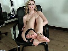 Blonde Marilyn Cole sticks her fingers so deep in her vagina