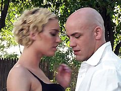 Victoria White gets skull drilled by horny bang buddy