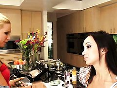 Blonde Katsuni wants Sandy to lick her love box forever