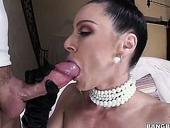 Brunette Kendra Lust with big butt has some time to make ahrd cocked man happy with her fuckable hands
