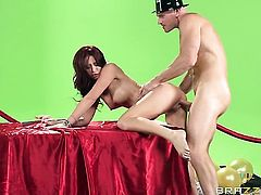 Johnny Sins shoots hos load after Monique Alexander gives magic throat job