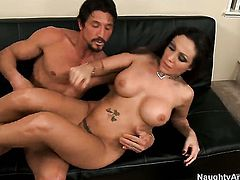 Horny woman Amy Fisher with huge knockers and bald bush screams in fucking ecstasy with hot bang buddy Tommy Gunn
