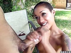 Brunette pornstar Skin Diamond with bubbly ass and smooth twat holds her mouth wide open while getting jazzed on