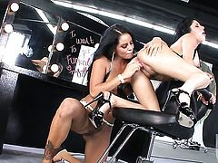 Mikayla Mendez is good at carpet munching and her lesbian friend Sativa Rose knows it