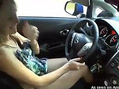 blondie gave herself orgasm while driving a car