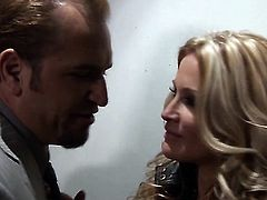 Jessica drake gets her mouth fucked silly by sex hungry guy