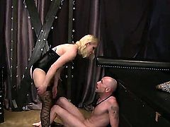 Blonde pornstars likes to dominate