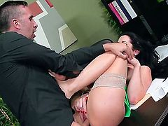 Jayden Jaymes is in the office. She is yelling at her employee. When she is done, the guy sits her huge ass on the desk and fucks her pussy lips.