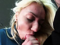 Victoria Puppy lets guy stick his beefy meat pole in her mouth