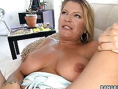 Blonde Robbye Bentley tries her hardest to make man cum