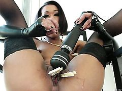 Skin Diamond has some time to play with her love tunnel