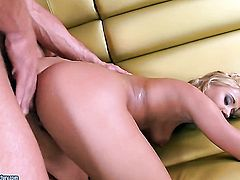 Nikky Thorne is good on her way to make hard cocked bang buddy bust a nut in hardcore action