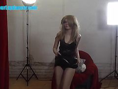 Amazing TEEN know how to make me horny by lapdance