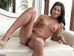 Brunette showing nice solo tricks with her new toy
