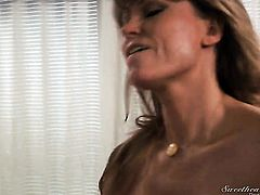 Darla Crane lets April Oneil stick her tongue in her lesbian beaver
