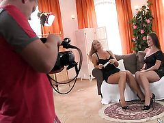 Silvia Saint and Cindy Dollar have a nice time licking each others beaver
