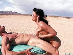 Rachel Starr with gigantic knockers puts her lips on Johnny Sinss pole and sucks it hard and deep