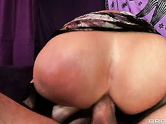 Syren De Mer opens her ass up