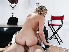 Mia Malkova in fucking ecstasy with horny dude Erik Everhard