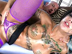 Bonnie Rotten takes Will Powerss cum loaded love wand in her hot mouth before she takes it in her back swing