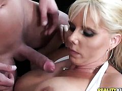 Blonde with big ass and clean pussy takes the pop shot of her dreams