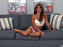 Stimulating brunette receives some good vibrations to her snatch
