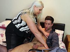 Hot mature BBW Sammy, lets this hung toy boy insert his cock inside of her twat. Everybody wanna have such lustful bitchy neighbour. This guy is a totally lucky, because he has a chance to fuck Sammy everyday, until her husband know, of course.