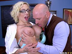 Who said school is boring? During his break, a horny teacher is eager to watch slutty Harlow, playing dirty with a kinky dildo. What follows next is pure chemistry, as they start kissing wildly. See the tattooed blonde's crazy ass spanked with a ruler. One with another, she looks so hot wearing those glasses.