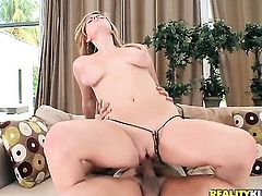Blonde Keiyra Lina enjoys dick sucking too much to stop in steamy oral action