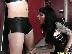 Mature Freyja Van Siren with massive tits and smooth beaver and her hard dicked fuck buddy Levi Cash both enjoy blowjob session
