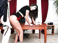 Brunette asian tart Anna Morna cant resist the temptation to take heavy cum shot on her face