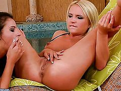 Blonde Brittany Spring with massive melons takes Candy Alexa s tongue in her muff pie