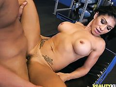Mature sexy with big breasts and hairless twat tries her hardest to make her fuck buddy cum