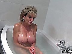 Adulterous uk aged lady sonia pops out her big love muffins